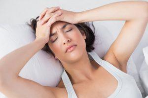 Suy giảm nội tiết tố nữ dễ gây đau đầu thường xuyên