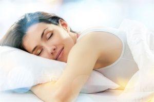 Điều trị đau bụng kinh tại nhà bằng cách -Ngủ đủ và ngủ ngon