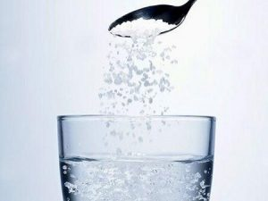 2. Trị ngứa bộ phận sinh dục nam bằng nước muối pha loãng