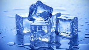 5.Chườm đá lạnh vùng hậu môn – Giảm đau nhức do búi trĩ gây ra