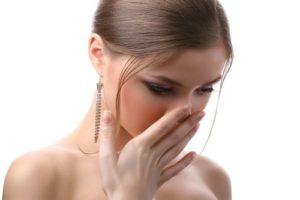 """Nguyên nhân sinh lý khiến """"cô bé"""" có mùi hôi"""
