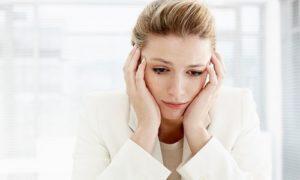 3. Nổi mụn đầu trắng ở vùng kín nữ giới do thay đổi nội tiết tố