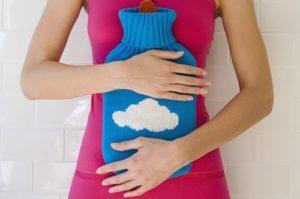 Cách giảm đau bụng kinh ngay lập tức bằng cách chườm nóng vùng bụng dưới