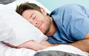 Ngủ đủ giấc cũng giúp tăng cường nội tiết tố nam