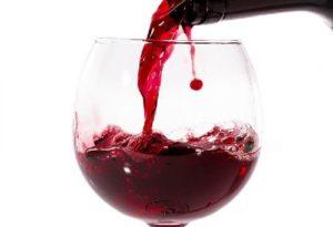 Nên uống gì trước khi quan hệ- Một ly rượu vang đỏ
